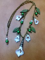 necklace_white flowers by sississweets