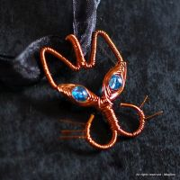 Wired cat pendant by Mag-Dee