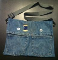 Messenger Bag made out of old Jeans by GrayTheZebra