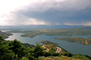 Embalse de El Atazar by standing-girl