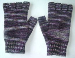 COMMISSION - Black Purl Gloves by holls