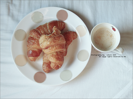 Croissant and cappuccino by NatoOo