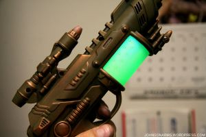 Atompunk Blaster lit up by JohnsonArms