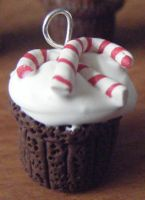 Candycane Cupcake by Cinnamonster