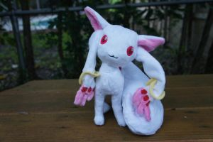 Kyubey :SOLD: by LordBoop