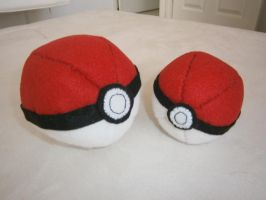 pokeball Plushies by LasManiaticas