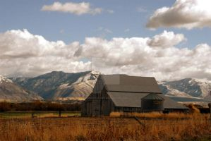 Old Barn Mendon Utah by houstonryan