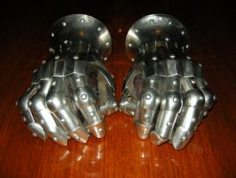 Armour gauntlets by Noctiped