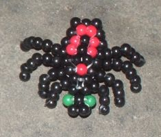 Beaded 3D spider by Anabiyeni