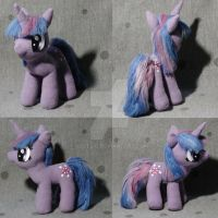 Twilight Sparkle plushie by gocholudek