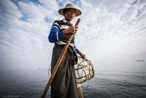 fisherman on Inle by lightdrafter