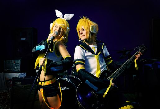 Only HardCore, Baby!_Kagamine twins by WanderingKai
