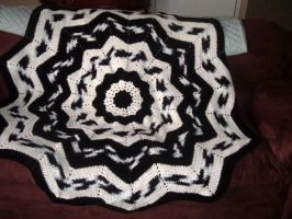 Round Ripple afghan in black and white by Nanettew9