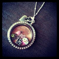 My new necklace! by Earlrocks1