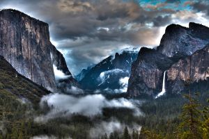Yosemite Tunnel Vista by wrongpixel