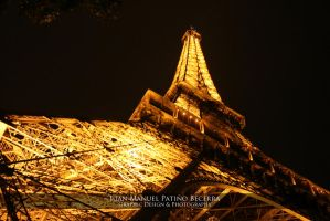 Bright Eiffel Tower by ldgpato