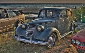 Old car-HDR by yoctox