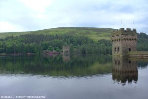 Derwent Reservoir 2 by MichaelJTopley