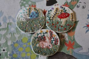 Brooches WIP by l-heure-du-the