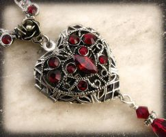 Red Heart Locket 2 by Aranwen