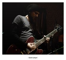 Guitar player by frescendine