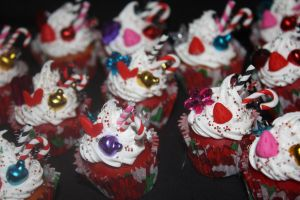 Christmas Cupcakes by xsuicidemakeover