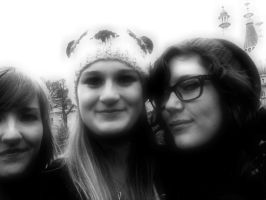 Me and ma friends :3 by My-Life-In-Pictures