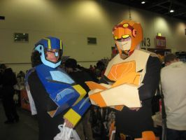 OctMCMExpo2010: Autobot Twins by MammaCarnage