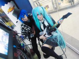 Miku and Kaito cosplay - rock on! by SailorMappy