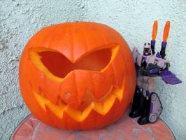 Blitzwing with my Pumpkin by Metalchick36