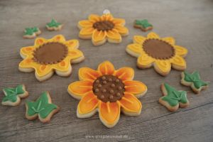 Cookies: Sunflowers and Ivy by ginkgografix