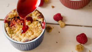 Crumble Pomme/Framboise (2/2) by ClaraLG