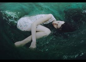 Girl and the ocean by AlexandraSophie