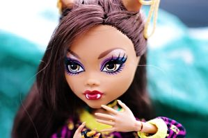 Close-up of Clawdeen's face by RoxanneStein