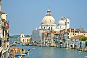 The Grand Canal heads out... by TeaPhotography