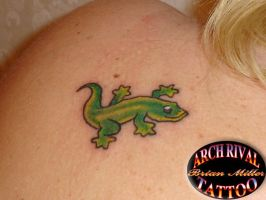 gecko on shoulder by theothertattooguy
