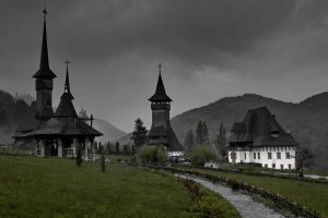 wood monastery in Maramures by fotonicu