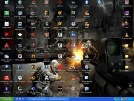 My chaotic desktop by Xis03