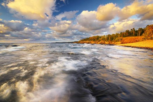Windy Evening on Lake Superior by tfavretto