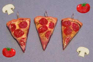 Yummy Pizza charms by Gimmeswords