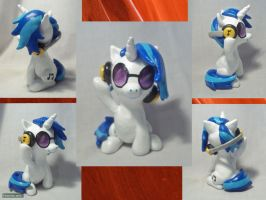 Vinyl Scratch Sculpture by CadmiumCrab