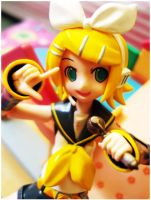Music in me.: Kagamine Rin by nikeBrAcE