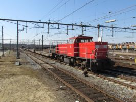 DBS 6465 with empty army train by damenster