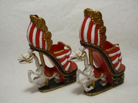 Painted Monster High Accessories: Gooliope Shoes by almightyhat
