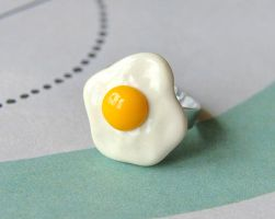 Egg Ring by Madizzo