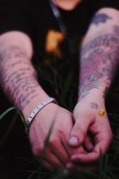 tattooed hands by junkyshtan