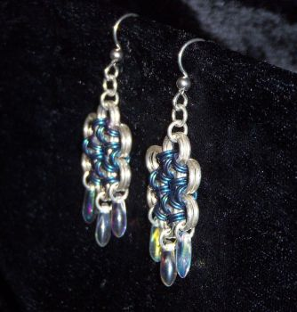 Sideview of Snowflake Earrings by Melhelix