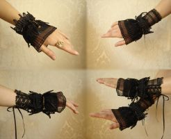 Elegant cuffs by Vadien