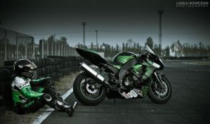 CHILLIN' - KAWASAKI ZX-10R by ColdF