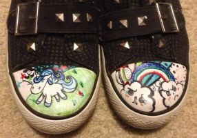 Doodle shoes! by Elly-Monshtawr